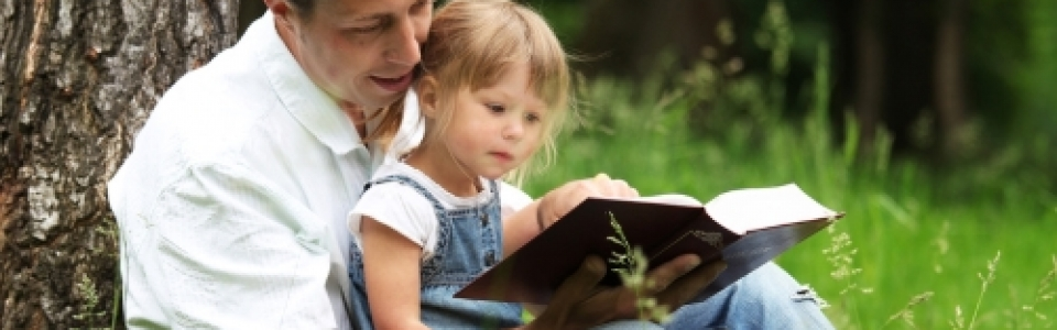 Fotolia_45240102_S reading Bible – 500×350 with words